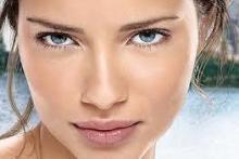 Realza discretamente la belleza. Maquillaje natural que gusta y favorece a muchas mujeres de cualquier edad
