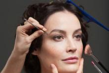 Te enseñamos a maquillar de acuerdo a la técnica europea de Chanel