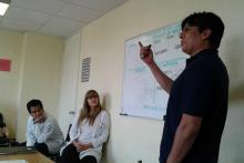 El Mtro. Edgar Miranda trabajando con la ACT Matrix en el INPRF.