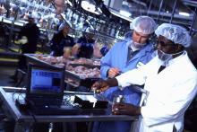 Monitorear e implementar medidas control y prevención de riesgos para los productos alimenticios.